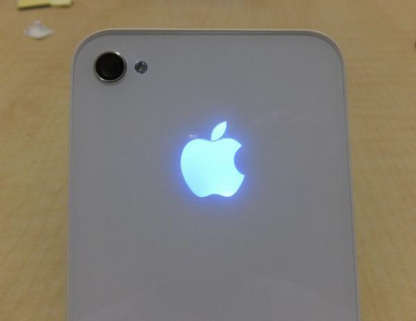 iPhone光るカバー