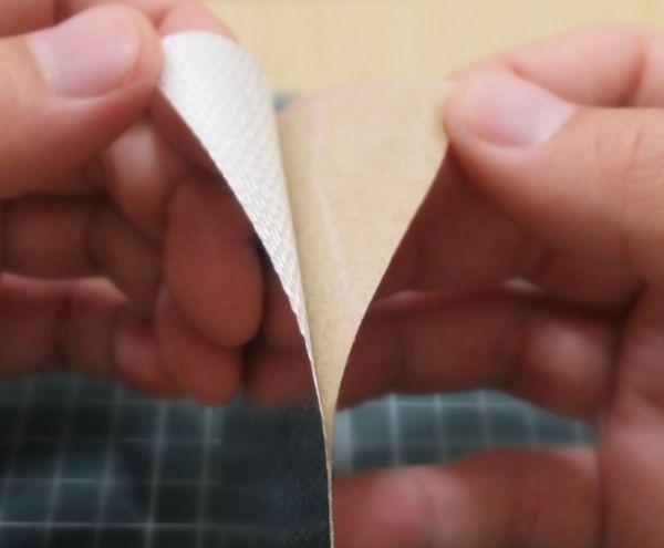 シルバーラベルのA部分を少し剥がす