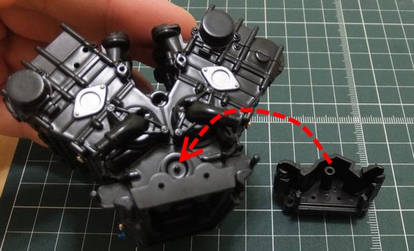 エンジンブロックにオイルポンプを組み合わせ