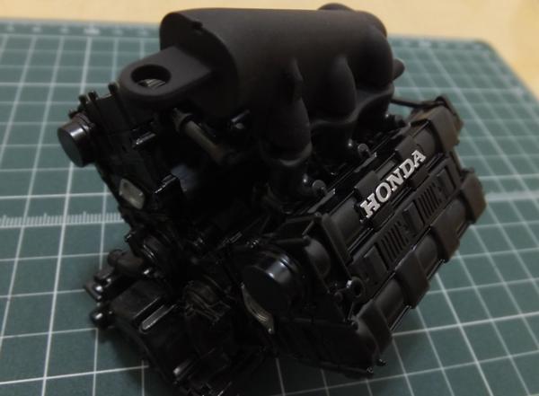 ターボチャンバーをエンジンブロックに組み合わせ
