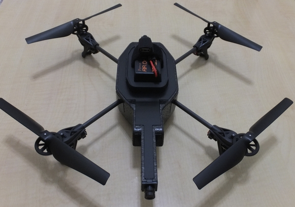AR.Drone 2.0 バッテリー装着