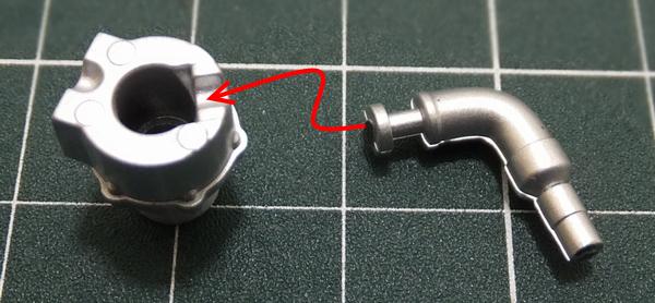 ウェイストゲート(後左)の凹みにWGクーリングパイプ(後左)の凹みに合わせ仮組み