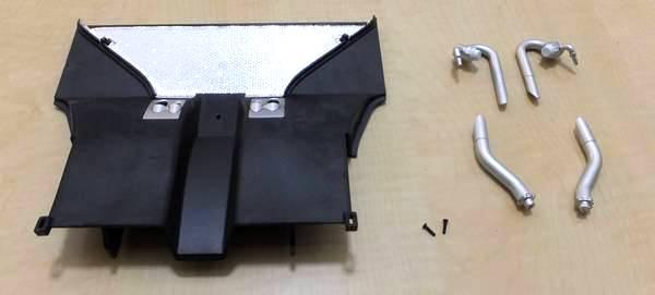 49号のアンダーパネル(後)、62号のエキゾーストパイプ(左後内、左後外、右後外)、ビスJ×2本を用意