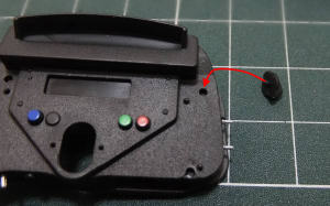 インストルメントパネル(後)の凹みにミクスチャー/ブーストコントロールの1つを仮組み