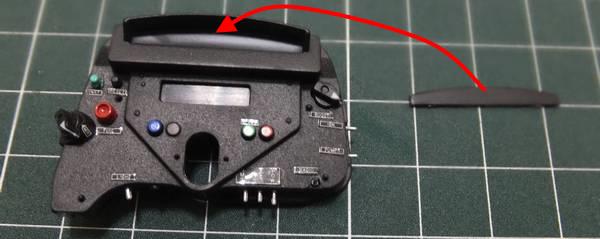 インストルメントパネル(後)に、レブカウンターディスプレイを仮組みし、接着面を確認