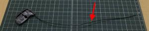 ワイヤーE(100mm)の先端に瞬間接着剤を塗り、コネクター反対側に差し込み1分ほど押さえる