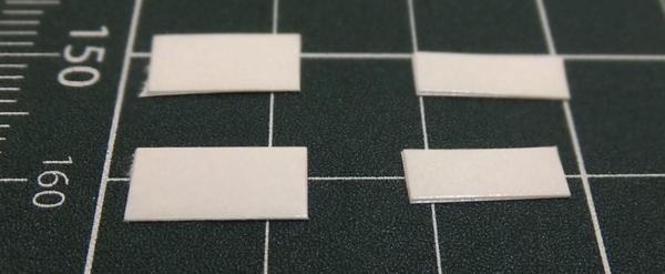 5mm×10mmを2枚、3mm×10mmを2枚の両面テープを用意