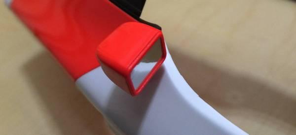 瞬間接着剤を塗り、組み立て