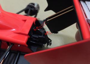 リアウイングステーのの穴ニギアボックスの突起部分を組み合わせ