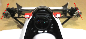 フロント(タイヤ)を真っ直ぐな状態にし、ステアリングを差し込む