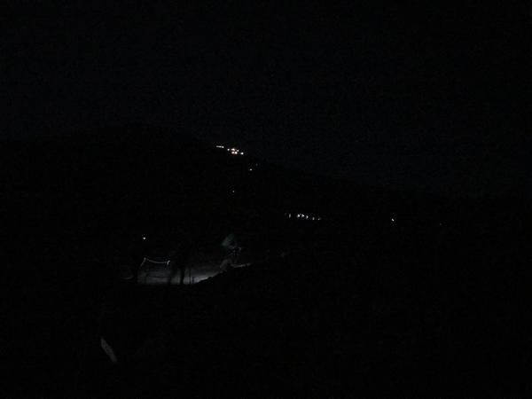 闇夜のカラス