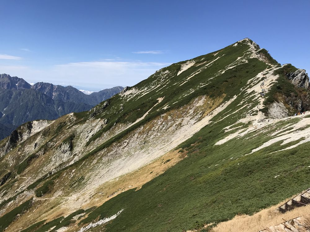 山小屋から見た唐松岳